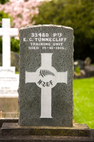 1916-gravestone-EdwardTunnecliff-TeHenui.jpg