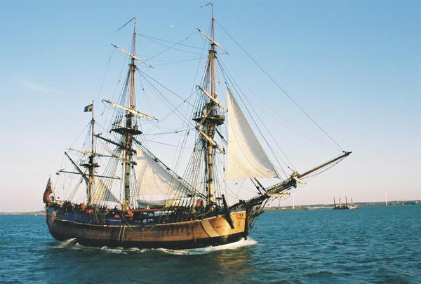 82346-HMS-Endeavour-1