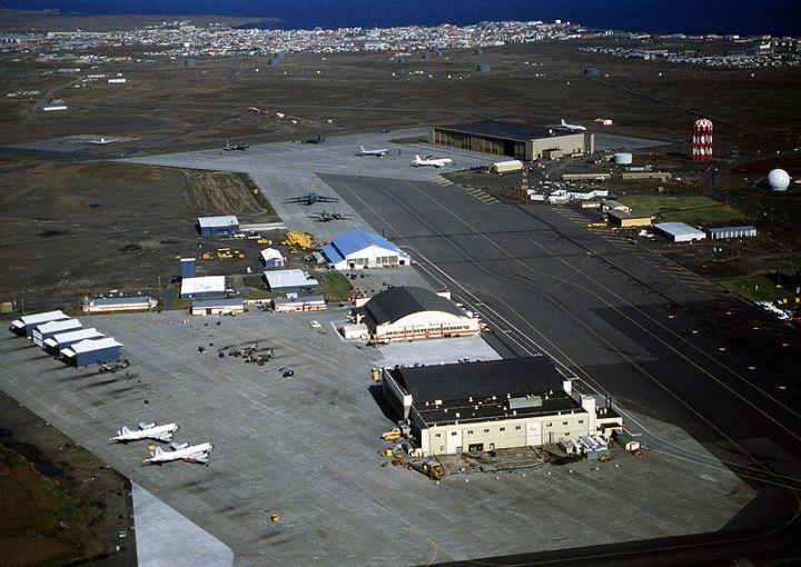 800px-NAS_Keflavik_aerial_of_hangars_1982.JPEG