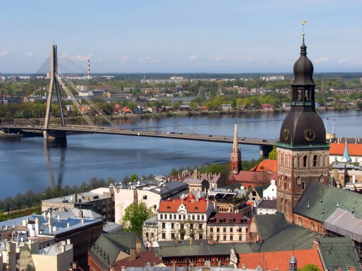 Vansu-bridge-over-Daugava-river-in-Riga-Latvia.jpg